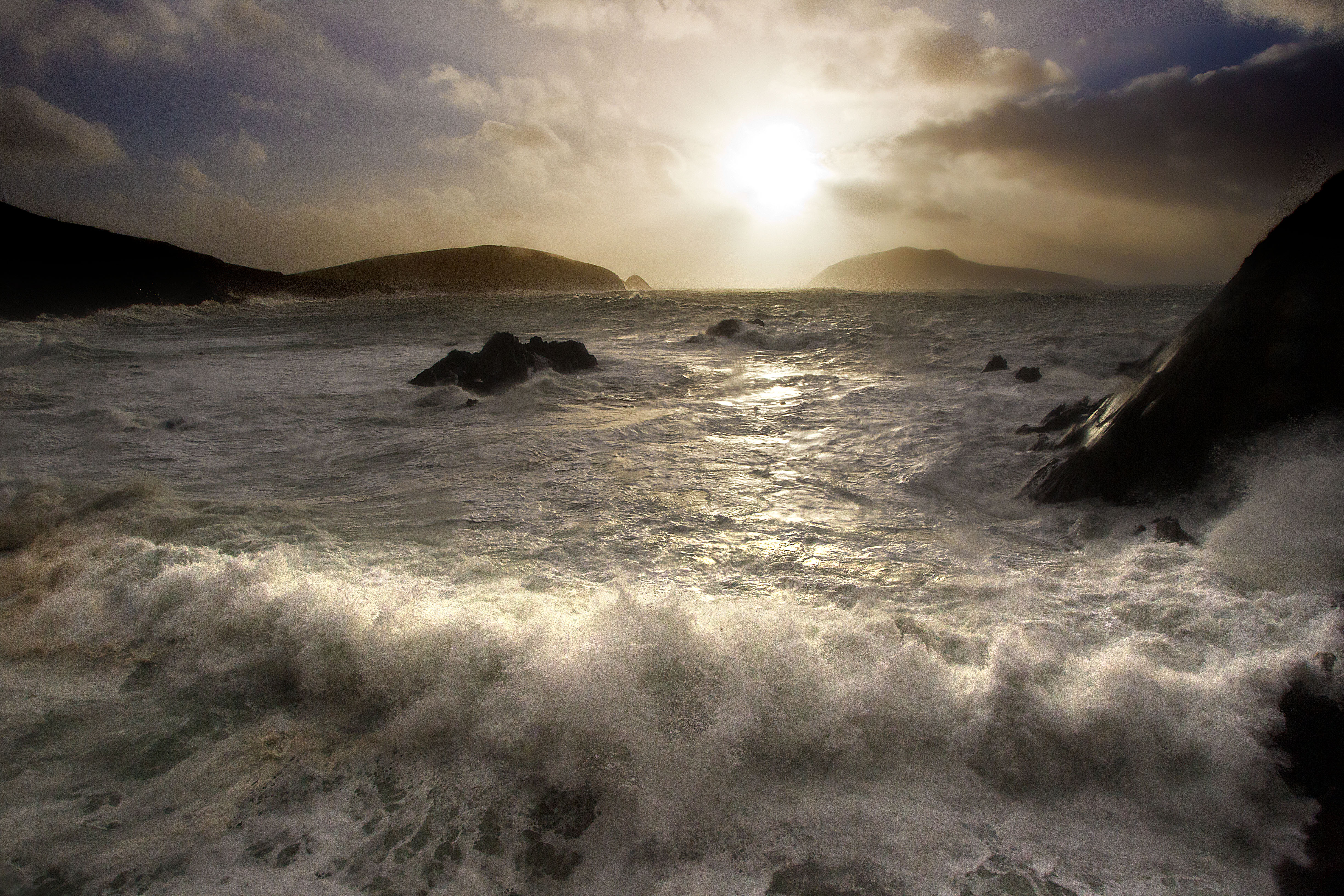 Strong Atlantic Sea swells and  winds of 120km crashing in on Dun Chaoin , Dingle Peninsula, County Kerry.Photo:Valerie O'Sullivan/issued 11-11-2010