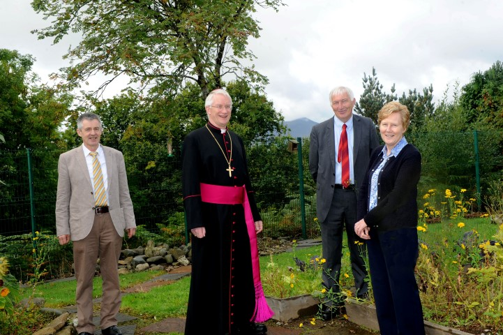 Bishop Ray Browne with (from left) Dermot Kelly, Kieran Coffey and Sr Noreen Quilter launching Grow in Love programme with Senior Infants class members at Lissivigeen National School, Killarney. Photo by Michelle Cooper Galvin